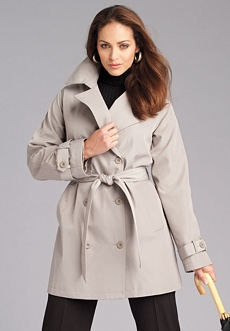 On trend trench coat avaiolable in larger sizes than a zero !